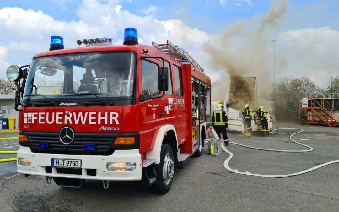 Feuer – brennender Sperrmüllcontainer